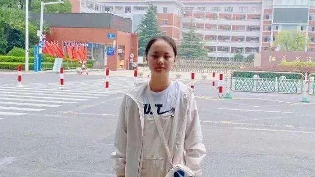 无缘清北的最惨高考状元,却被香港大学录取还获百万奖学金:孩子什么心态,就什么命!
